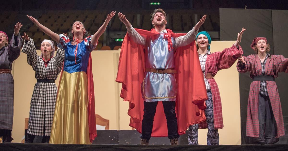 """Si è concluso così il musical """"Biancaneve"""", che il Polo Scolastico Salesiano ha portato in scena sabato 9 febbraio 2019 presso il Modigliani Forum, grazie alla gentile concessione dell'autore Enrico Botta."""