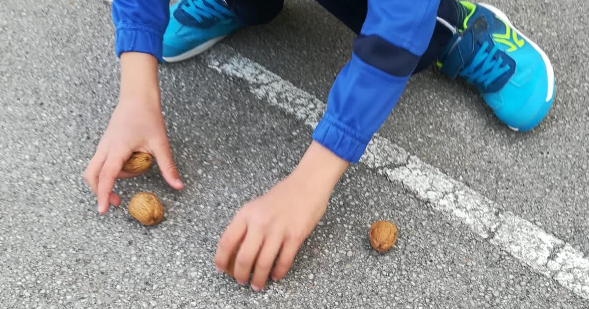Roman nut game